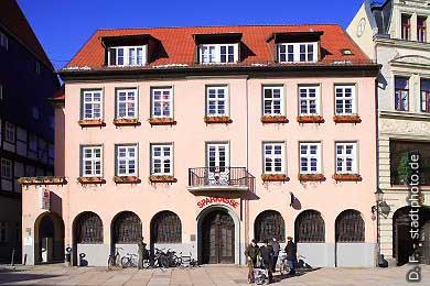 Sparkasse Quedlinburg, Markt 15. Das Gebäude am Quedlinburger Markt beherbergt eine Geschäftsstelle der Harzsparkasse Wernigerode. Sie finden hier auch einen (oder mehrere) Geldautomaten. (Bild 100-5716)