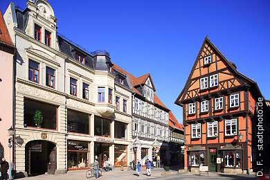 Quedlinburg: Möbelhaus und Caf� am Markt, Rathaus. (Bild 100-5718)