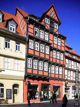 Hotel Theophano mit Caf� und Hauszeichen Quedlinburg, Markt. (Bild 100-5724)