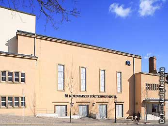 Neue Bühne undGroßes Haus Quedlinburg, Marschlinger Hof 17. Die Neue Bühne und das Große Haus gehören zum Nordharzer Städtebundtheater. (Bild 100-5751)