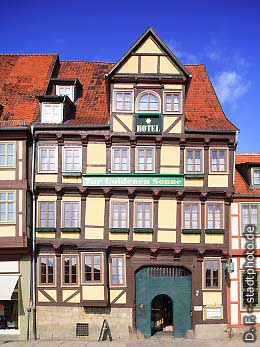 """Hotel """"Zur Goldenen Sonne"""" Quedlinburg, . (Bild 100-5779)"""