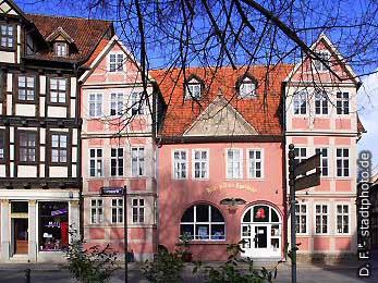Adler und Rats Apotheke Quedlinburg, Kornmarkt 8. Gebäude der Adler und Ratsapotheke. (Bild 100-5784)
