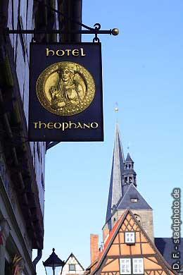 Hauszeichen des Hotel Theophano Quedlinburg, Markt. (Bild 100-5813)