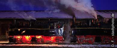 Quedlinburg: 2 Dampfloks der Harzquerbahn (Schmalspuhrbahn) am Abend. (Bild 100-5863)