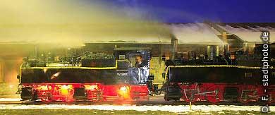 Quedlinburg: 2 Dampfloks der Harzquerbahn (Schmalspuhrbahn) am Abend. (Bild 100-5866)
