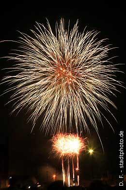 Quedlinburg: Feuerwerk über dem Bahnhof. (Bild 100-5883)