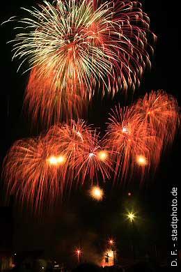 Quedlinburg: Feuerwerk über dem Bahnhof. (Bild 100-5885)