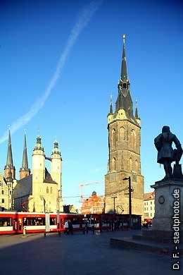 Halle / Saale: Markt. Marktkirche, Roter Turm und Händel-Denkmal. (Bild 102-3295)
