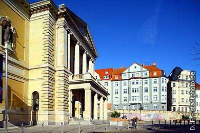 Oper Halle, Universitätsring 24 (links) und Häuser am Stadtring / August-Bebel-Straße. (Bild 102-3563)