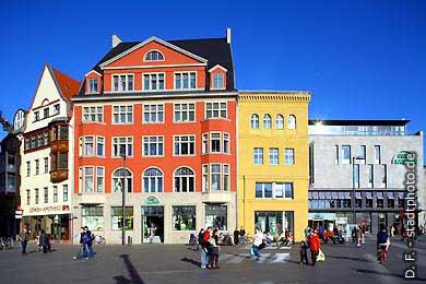 Löwen-Apotheke und Galeria Kaufhof Halle / Saale: Markt. (Bild 102-3572)