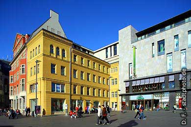Halle / Saale: Markt. Galeria Kaufhof. (Bild 102-3577)