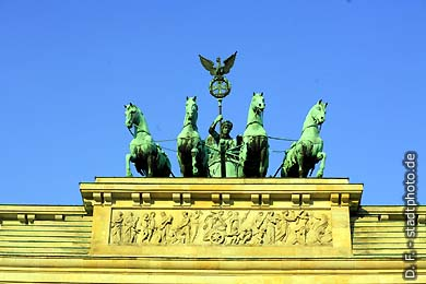 Berlin: Brandenburger Tor. (Bild 102-4201)