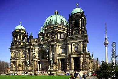 Berliner Dom und Fernsehturm Berlin, Am Lustgarten / Karl-Liebknecht-Str. (Bild 102-4305)