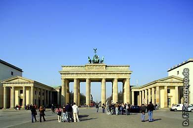 Berlin: Brandenburger Tor. Pariser Platz. (Bild 102-4507)