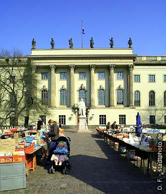 Humboldt-Universität (Hauptgebäude). Berlin, Unter den Linden 6. (Bild 102-4547)