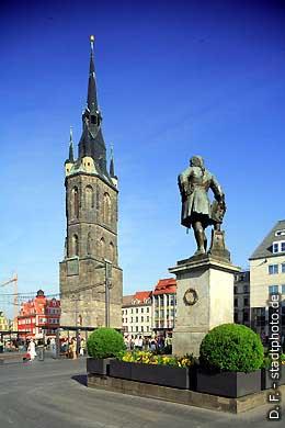 Halle / Saale: Roter Turm und Händel-Denkmal auf dem Markt. (Bild 102-6443)