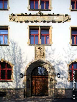 Königliches Hauptzollamt Halle / Saale, Ankerstraße 2. Eingang am Hauptportal des Gebäudes Königliches Hauptzollamt an der Ankerstraße. (Bild 102-6470)
