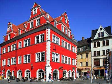 Rotes Schloss - Marktschlößchen: Halloren Caf�, Tourist-Information und Uni-Shop der Martin Luther Universität (MLU) am Markt. Halle / Saale, Marktplatz 13. (Bild 102-6516)