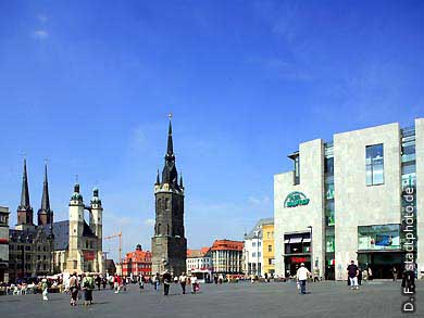 Halle / Saale: Mark. Marktkirche, Rotes Schloss mit Halloren Caf� und Tourist-Information, Roter Turm und Galeria Kaufhof. (Bild 102-6581)