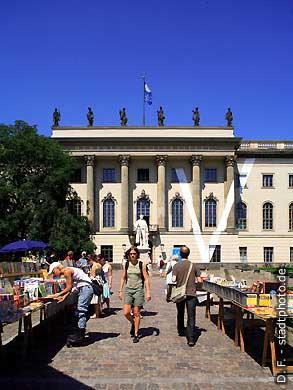 Berlin: Humboldt-Universität, Hauptgebäude - Haupteingang Unter den Linden 6. (Bild 103-2845)