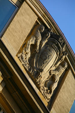 Prächtiges Stadtwappen / Wappen der Stadt Leipzig - Detail am liebevoll sanierten Handelshof. Leipzig, Grimmaische Straße 1 / 7. (Bild 106-1505)