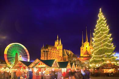 Erfurt: Weihnachtsmarkt mit Dom und Severikirche auf dem Domplatz. (Bild 106-8547)