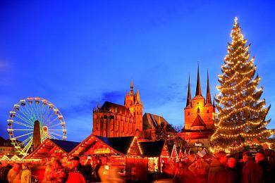 Erfurt: Weihnachtsmarkt mit Dom und Severikirche auf dem Domplatz. (Bild 106-8571)