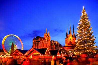 Erfurt: Weihnachtsmarkt mit Dom und Severikirche auf dem Domplatz. (Bild 106-8572)