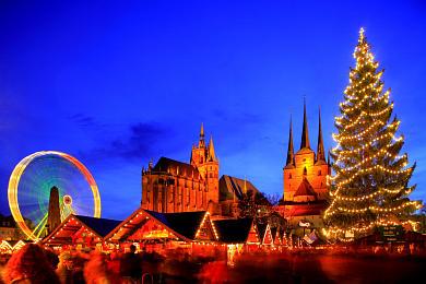 Erfurt: Weihnachtsmarkt mit Dom und Severikirche auf dem Domplatz. (Bild 106-8573)