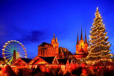 Erfurt: Weihnachtsmarkt mit Dom und Severikirche auf dem Domplatz. (Bild 106-8575)