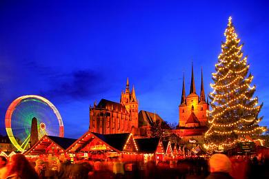Erfurt: Weihnachtsmarkt mit Dom und Severikirche auf dem Domplatz. (Bild 106-8576)