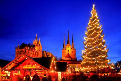 Erfurt: Weihnachtsmarkt mit Dom und Severikirche auf dem Domplatz. (Bild 106-8582)