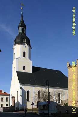 Stadtkirche St. Moritz Taucha, Kirchstr. 3. Erbaut in den Jahren 1772 - 1774, prägt die Stadtkirche St. Moritz mit ihrem stattlichen Westturm bis heute das Stadtbild der Stadt Taucha. (Bild taucha-003)